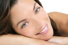 美丽清洗妇女的接近的化妆用品纵向 免版税库存图片
