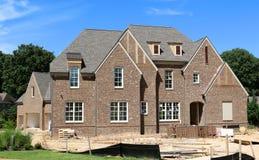 美丽百万美元郊区家庭建设中 库存图片