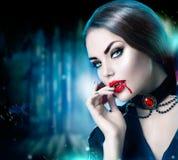 美丽的万圣夜吸血鬼妇女画象 免版税库存照片