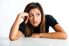年轻美丽的不快乐的亚裔印地安少年 免版税图库摄影