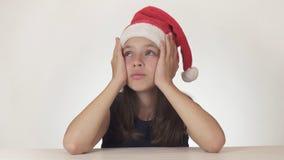 美丽的不快乐的十几岁的女孩哀伤关于在白色背景没得到的礼物 库存图片