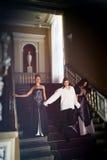 美丽的两名妇女和一个人第18 centur的衣物的 免版税图库摄影