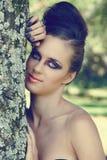 美丽的严重的眼睛组成妇女 免版税库存照片