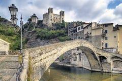 美丽的中世纪村庄Dolceaqua在利古里亚 库存图片