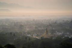 美丽的乡下在曼德勒小山的早晨在缅甸 库存图片