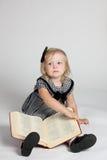 美丽的书女孩 免版税库存图片