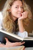 美丽的书女孩 图库摄影