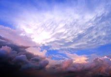 美丽的云彩形成天空 免版税库存图片