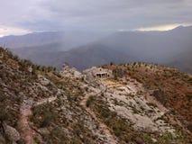 美丽的五颜六色的山山脉de los弗赖莱斯在玻利维亚 免版税图库摄影