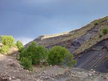 美丽的五颜六色的山山脉de los弗赖莱斯在玻利维亚 库存图片