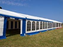 美丽的五颜六色的当事人帐篷 免版税图库摄影