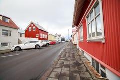 美丽的五颜六色的房子在雷克雅未克,冰岛 免版税库存图片