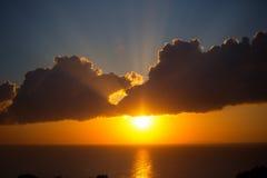 美丽的五颜六色的日落天空和海洋 免版税库存照片