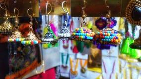 美丽的五颜六色的耳环首饰 免版税库存图片