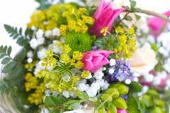 美丽的五颜六色的鲜花花束的图象 图库摄影