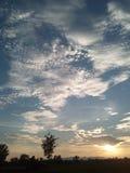 美丽的五颜六色的clody天空 免版税库存照片