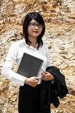 美丽的亚裔地质学家妇女。 免版税库存照片