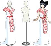美丽的亚裔妇女试穿白色婚礼服 免版税库存图片