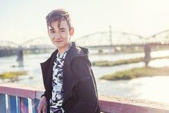 美丽的亚裔男孩男小学生学生15-16岁,画象 库存图片