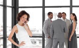 美丽的企业电话potrait妇女 免版税库存照片