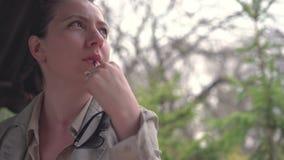 美丽的企业纵向妇女年轻人 股票录像