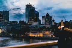 美丽的伦敦市在晚上 免版税库存照片