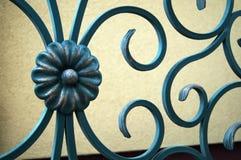 美丽的伪造的,装饰操刀的篱芭 免版税图库摄影
