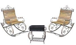 美丽的伪造的metall roching的椅子和烤肉格栅孤立 免版税图库摄影