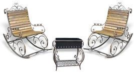 美丽的伪造的metall roching的椅子和烤肉格栅孤立 免版税库存图片