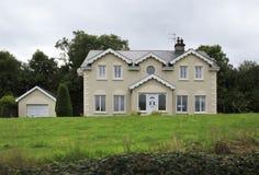 美丽的住宅乡间别墅在爱尔兰 免版税图库摄影