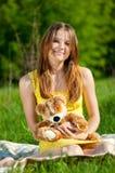 美丽的作用玩具妇女年轻人 免版税库存照片