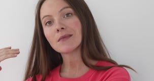 美丽的作的妇女年轻人 股票视频