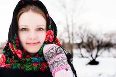 美丽的俄国女孩画象披肩的 库存照片
