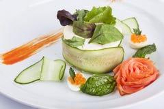 美丽的俄国沙拉用鱼子酱 库存图片