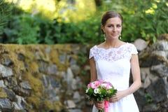 美丽的俄国年轻新娘 免版税库存图片