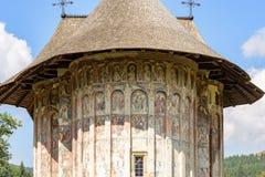 美丽的修道院在罗马尼亚 免版税库存图片