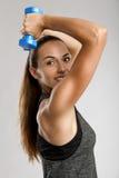 美丽的健身妇女 免版税库存照片