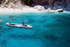 美丽的充气救生艇马达海运 免版税库存照片