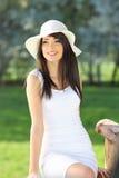 美丽的公园纵向夏天妇女 免版税库存照片
