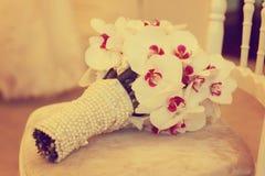 美丽的兰花婚礼花束装饰安排花 免版税库存照片