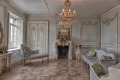 美丽的典雅的内部客厅 库存图片