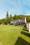 美丽的别墅,室外 免版税库存图片