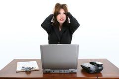 美丽的办公室强调的工作者年轻人 免版税库存照片