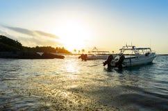 美丽的加勒比海风景与两条小船 库存图片