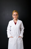 美丽的医生女性 免版税库存图片