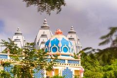 美丽的印地安大厦的看法, Puttaparthi,安得拉邦,印度 复制文本的空间 免版税库存照片