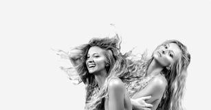 美丽的卷发长的妇女 双子星座黄道带标志 库存照片