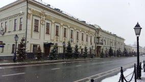 美丽的历史建筑在喀山,多雪的天气的 库存照片