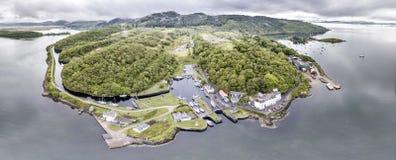 美丽的历史的港口村庄Crinan -打开第02部分的锁的鸟瞰图 库存图片
