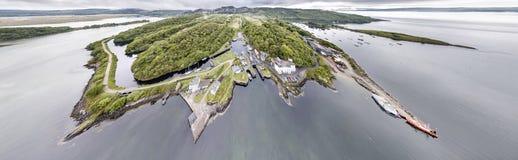 美丽的历史的港口村庄Crinan -打开第02部分的锁的鸟瞰图 免版税图库摄影